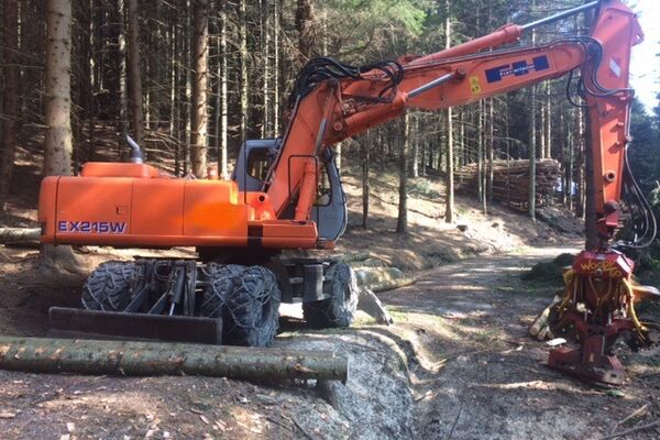 Hitachi EX215W + Woody WH60